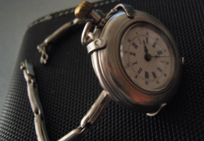 compra genuina descuento especial excepcional gama de estilos y colores Historia del reloj militar y el reloj de pulsera